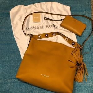 Michael Kors Bags - 🔥FINAL SALE 🔥 MK Brooklyn Large Handbag/Wristlet